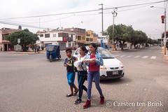 Chiclayo morning (10b travelling / Carsten ten Brink) Tags: carstentenbrink 10btravelling 2019 americas chiclayo iptcbasic lambayeque latinamerica peru peruano peruvian perú piruw southamerica carrying children cmtb girl iarry northernperu northwesternperu tenbrink walking