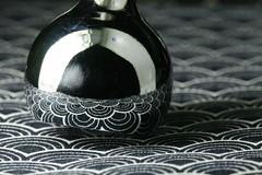 mirrored pattern (Elisabeth patchwork) Tags: pattern macro sigma sigmasdquattro sigma105mm blackandwhite lamp desklamp metal reflection fabric