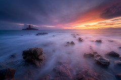 Couchant sur Le Dramont et l'Ile d'Or ( France ) (Yannick Lefevre) Tags: europe france frenchriviera cotedazur var dramont ledramont capdramont iledor sunset longexposure landscape seascape sea poselongue sky bright light nikon stone island waves blue