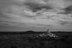 Cairn dans les Monts d'Arrée - Bretagne (Ciscotte) Tags: nb noiretblanc bw blackandwhite monochrome monochrom landscape paysage cairn fujifilm x100f 35mm montsdarrée