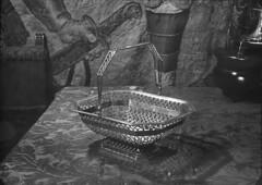 Cesto em prata. Portugal (Biblioteca de Arte-Fundação Calouste Gulbenkian) Tags: fundaçãocaloustegulbenkian gulbenkian bibliotecadearte biblioteca arte márionovais mário novais ourivesaria cesto prata portugal