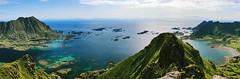 Uno sguardo sulle Lofoten (F@bio F.) Tags: lofoten norvegia norway norge paesaggio panorama vista mare cielo montagna blu verde azzurro trekking camminare allaperto escursione viaggio landscape seascape sea sky blue green hike outdoor travel