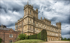 Welcome to Highclere Castle, the real Downton Abbey ... (miriam ulivi - OFF/ON) Tags: miriamulivi nikond7200 regnounito highclerecastle hampshire campagnainglese downtonabbey castello englishcountryside uk cielo sky siepe hedge parco park earlofcarnarvon