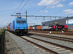 Blerick,the Netherlands ! August 21-2019  LTE with Container Train meets IRP/RFO with Container Train ! Awesome Trains Meet! (Treinemanke) Tags: lte traxx meets rfo irp trains locomotives railfan railfans