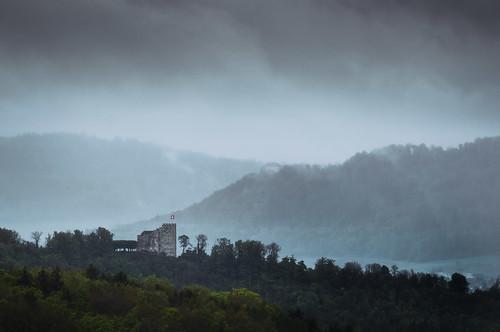 Schloss Habsburg mit Schloss Brunegg im Hintergrund - Habsburg-Aargau-Schweiz-CH170507115809-©patrikwalde_com.jpg