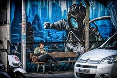 Peligros cotidianos... (sairacaz) Tags: sony 24105mm ilce7m3 street streetphotography fotografia callejera vigo galicia graffiti arte urbano