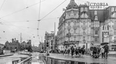 Damrak (Emil de Jong - Kijklens) Tags: victorie hotel damrak amsterdam regen rain people street stationsplein dam tram rails perspectief perspective kijklens