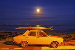 The car of the seventies beach boy... île Tudy, Finistère, France. 2019/11/10 (joelgambrelle) Tags: nikond500 moonrise pauselongue seventies bluehour heurebleue surf breizh bretagne france finistère îletudy