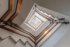 Squarepusher (bjoernahrensfotografie) Tags: munich münchen architektur architecture minimal spiral abstract lookup stairs staircase treppe treppenhaus escalier
