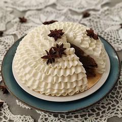 🕖 LIQUIRIZIA TIME🕖 . Deliziosa CAKE alla Liquirizia nella versione elegante! ❤️ . Una deliziosa, 😋 morbida ed umida 😍😍😍 CAKE alla LIQUIRIZIA farcita con un fresco CURD al FINOCCHIO 😮 fini (paolaazzolina) Tags: birthday cakelove liquirizia tortadicompleanno caketutorial cakery cakedecorator cakedesign paolaazzolina anicestellato torta liquorice cake cakeporn mandorle almond cream almonds jlo cakedesigner finocchio ariel fennel tortaallaliquirizia ricette birthdaycake anis arianagrande whitechocolate ricetta