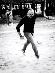 GFX2596 - Stop (Diego Rosato) Tags: stop controllo calcio soccer field campo bianconero blackwhite fuji gfx50r fujinon gf110mm rawtherapee palla ball
