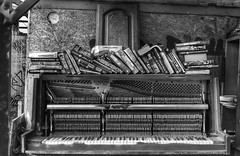 The old piano (Westhamwolf) Tags: old piano books nomadic gardens east london city black white bw england