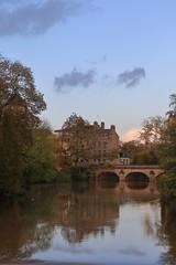 Rosé alençonnais... (Tonton Gilles) Tags: alençon normandie crépuscule heure dorée rose rosé pont neuf reflets rivière sarthe eau bâtiments paysage urbain gué de nuages