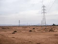 20181116-043 (sulamith.sallmann) Tags: energie landschaft verkehr afrika busfahrt einfach elektrizität energy karg marokko nahverkehr strom strommast traffic sulamithsallmann