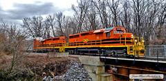 Train de marchandises, Ile Perry, 10 novembre 2019 (Jean-Marc Hurtubise) Tags: ile perry montreal novembre 2019 train paysage pont riviere eau ruines