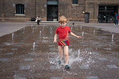 _DSC0502 (tompagenet) Tags: alexander fountains granarysquare kingscross splash