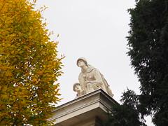 soldiers (Elisabeth patchwork) Tags: wien vienna austria belvederegarden sculpture soldiers schwarzenbergplatz
