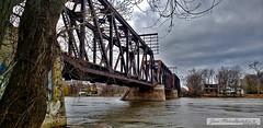 Pont ferroviaire vers Laval, de l'ile Perry, 10 nov. 2019 (Jean-Marc Hurtubise) Tags: ile perry montreal novembre 2019 train paysage pont riviere eau ruines