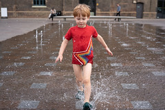 _DSC0506 (tompagenet) Tags: alexander fountains granarysquare kingscross splash