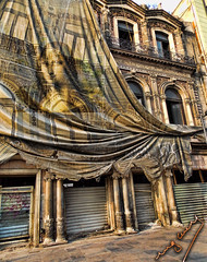 gioconda (Ing. Cuevas) Tags: antiguo antique street art architecture building yellow sepia balcony cloth bright vibrant monalisa column big awesome morning sunshine city window abandoned photostreet streetphoto curtain amazing construccion abandonado fotocallejera