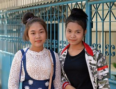 pretty young ladies (the foreign photographer - ฝรั่งถ่) Tags: pretty young ladies khlong thanon portraits bangkhen bangkok thailand nikon d3200