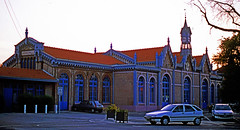 1999'R9380.  Gare d' Abbeville. (Ron Fisher) Tags: garedabbeville gare bahnhof station railwaystation sncf frenchrailways france evening chemindefer eisenbahn ferrovia rail railway railroad abbeville building architecture