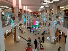 2019-11-11 15.19.53 (djp3000) Tags: shoppingcentre shoppingcenter shoppingmall mall samsungs8 samsunggalaxys8 cameraphone s8 samsung smg950w samsungsmg950w xmasdecorations christmasdecorations nottingham victoriacentre intuvictoriacentre intu