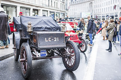 20191111_F0001: What if electric cars won the historical race? (wfxue) Tags: car regentstreetmotorshow regentstreet london veterancar electric electriccar antique wheels people street crowd