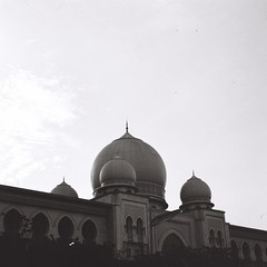 Palace of Justice (bdrc) Tags: agfa isolette agnar 85mm f45 prime manual vintage relic classic 6x6 squareformat mediumformat mf jch streetpan 400 blackandwhite monochrome black white malaysianphotographer asdgraphy malaysia foldingcamera street putrajaya building structure analog analogue