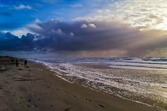 Ciel de nacre sur la baie d'Audierne- Tronoën (www.gilpivert.fr) Tags: baiedaudierne finistère bretagne sud ciel plage sable smartphone huawei mate20 france couleurs beach colors sky tronoen