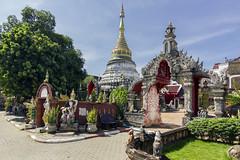 Wat Bupharam (U2iano) Tags: tailandia wat bupharam templo temple tailand chiang mai budismo budist budista religion