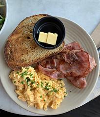 2019 Sydney: Scrambled Eggs & Bacon (dominotic) Tags: 2019 food garçoncafe iphonexsmax foodphotography yᑌᗰᗰy tramshedsharoldpark toast bread bacon butter circle sydney australia