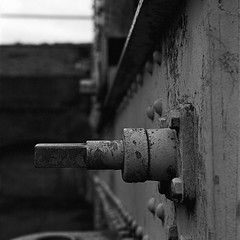 Haubitser - Charlottenlund Fort (Lars_Holte) Tags: zenza bronica s2a slr 75mm f28 nikkorp 6x6 square squareformat 120 film 120film kodak d76 analog analogue rollei retro 400s 400iso mediumformat blackandwhite classicblackwhite bw ishootfilm monochrome filmforever filmphotography larsholte homeprocessing gossen profisix sbc danmark denmark charlottenlund fort howitzer gun battery closeup