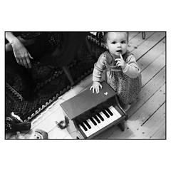På kanten av hennes nästa epos (MilosHortagaard) Tags: child piano hand livingroom childsplay portrait olympusom1 zuiko35mmf28 kentmere400 4001600