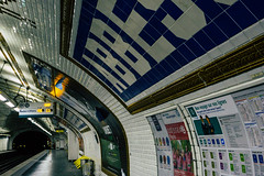 Bon voyage sur nos lignes! (Sonia gsgs) Tags: abesses paris metro urbanphotography urbanphoto streetphotography streetphoto streetstyle urbanstyle cityvibes cityphotography cityshots urbanshots streetshots sonya6000 sonyalpha mirrorless 1650mm