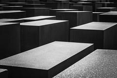 Holocaust-Mahnmal Berlin (jörg_grontzki) Tags: geschichte holocaust gedenken gedenkstätte fujixt3 fuji berlin mahnmal denkmal