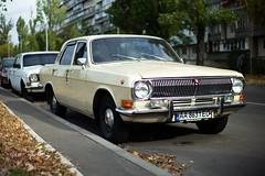Cars - Volga (dmitriy.marichev) Tags: cars vintage leica m262 leicamtyp262 262 oldschhol garage youngtimer city street dmitriymarichev gaz volga
