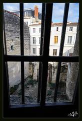 Vue d'une fenêtre du musée des Beaux-Arts / View from a window of the Museum of Fine Arts - Saintes (christian_lemale) Tags: saintes nikon z6 musée beauxarts