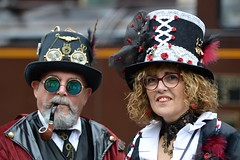 """ Anno 1900 "" 2019 - 124 (fotomänni) Tags: anno1900 fondsdegras steampunkfondsdegras steampunk steampunktreffen steampunkconvention kostüme kostümiert kostüm costumes costumed shooting people menschen gens manfredweis"
