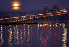 November moon rising over the San Francisco Bay (Robin Wechsler) Tags: weather moon moonrising landscape water sanfranciscobay reflection