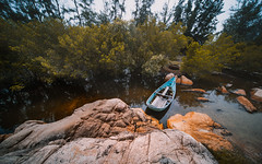 Crimson cliff (Cadicxv8) Tags: landscape boat river rock cliff