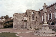 Ruines de l'église St-Nicolas à Veules-les-Roses (Philippe_28) Tags: veuleslesroses caux 76 seinemaritime france europe normandie normandy argentique analogue camera photographie film 135
