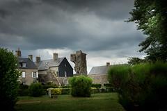 Regnéville (marthelelièvre) Tags: paysage village château nuage ciel ruines