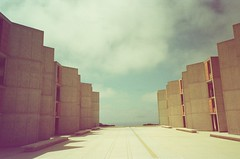salk institute (neoncolorwaves) Tags: dubblefilm fujinaturaclassica fujinatura fuji sterofilm 35mm analog redtint bluetint film sandiego balboapark mission california architecture salkinstitute