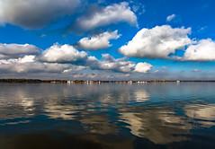 Wolken über dem Müggelsee (Jonny__B_Kirchhain) Tags: wolken cloud nuage nube nuvolosità nuvola 云 云彩 о́блако nuvem chmura müggelsee see berlin friedrichshagen berlinfriedrichshagen köpenick treptowköpenick berlintreptowköpenick bezirktreptowköpenick deutschland germany allemagne alemania germania 德國 德意志 федеративная республика германия alemanha repúblicafederaldaalemanha niemcy republikafederalnaniemiec
