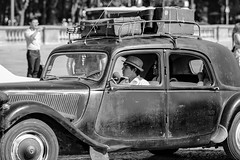 Roulez jeunesse. Paris, août 2015 (Bernard Pichon) Tags: paris france fr75 bpi760 portrait voiture ancien concorde défilé citroën