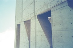 salk institute (neoncolorwaves) Tags: dubblefilm fujinaturaclassica fujinatura fuji sterofilm 35mm analog redtint bluetint film sandiego balboapark mission california architecture salkinstitute brutalist