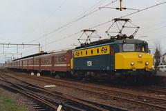 1136 - Station Dieren - 5 april 1991 (lex_081) Tags: ns nsr station dieren stationdieren 1100 1136 m2 rijtuigen nmbs sncb alsthom alstom m2rijtuigen 20g04 19910405 gelderland nederland