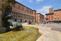 Bologna central square (Thomas Roland) Tags: europe europa italy italia italien sommer summer nikon d7000 travel rejse bologna square fountain springvand piazza city by stadt neptune del nettuno