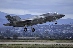 F-35B of VMFA-211 Taking Off (dcnelson1898) Tags: 2019mcasmiramarairshow marinecorpsairstationmiramar unitedstatesmarinecorps marines military flight airshow airplanes sandiego california lockheedmartinf35blightningii jointstrikefighter vmfa211 wakeislanddefenders fighter vstol